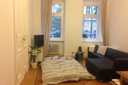 Nice big room in historic building - Berlin