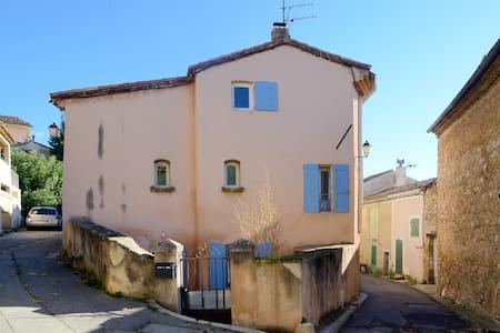 Grande maison de village coeur du Luberon (calme) - La Bastidonne