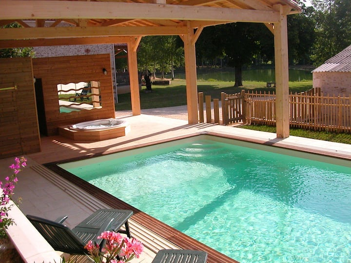 Private house swimming pool, hot tub, fishing lake