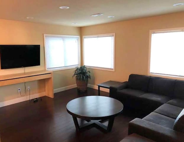 Private Bedroom in San Bruno - 5 mins walk to Bart
