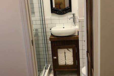 PRIVATE BATH, PRIVATE ROOM AND PRIVATE ENTRANCE