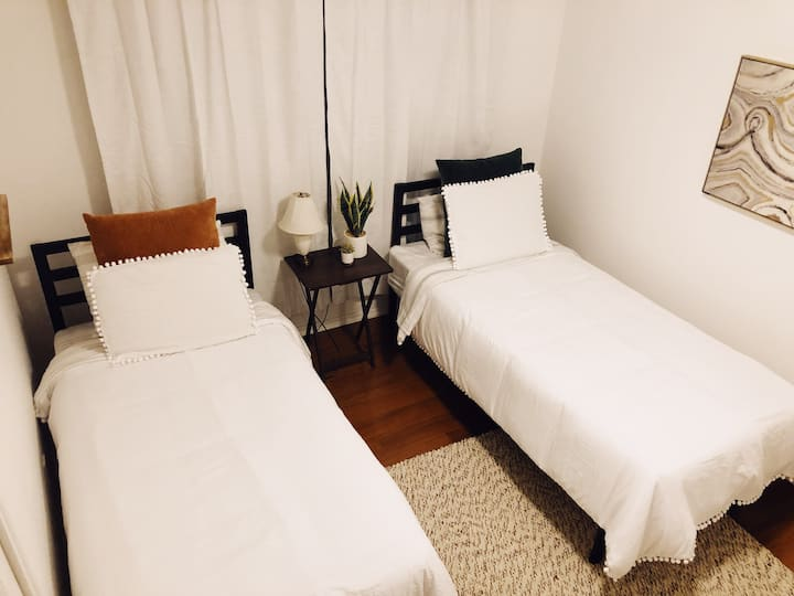 Clean & cozy room for 2, complimentary coffee/wine