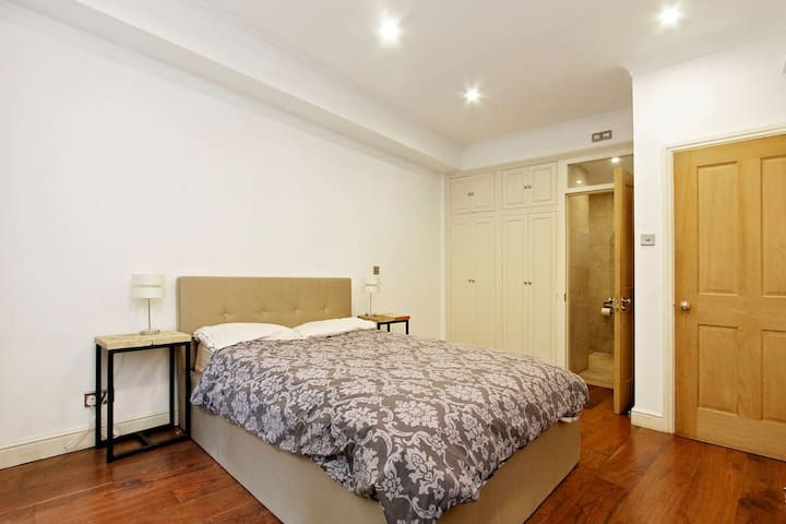 Luxury Central London Master Bedroom with ensuite - Londra - Appartamento