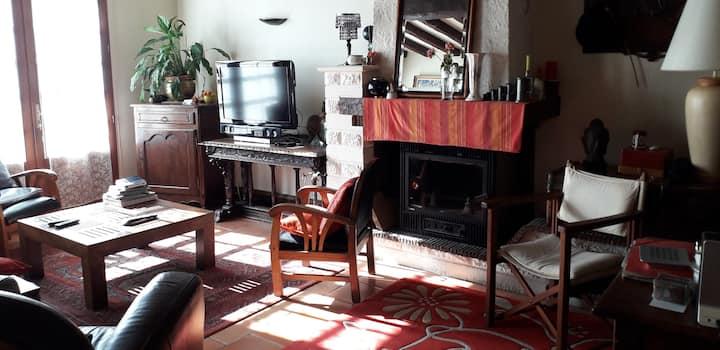 Maison confortable et chaleureuse.