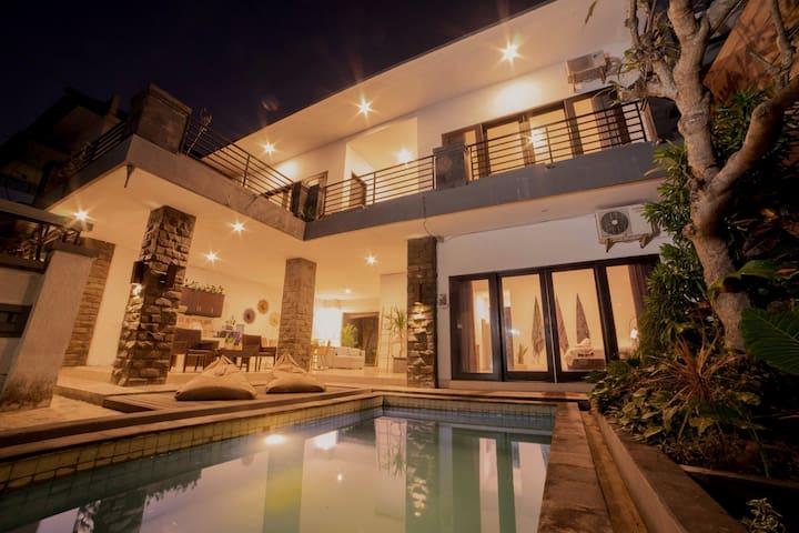 Long Stay Getaway @ Spacious Pool Villa Seminyak