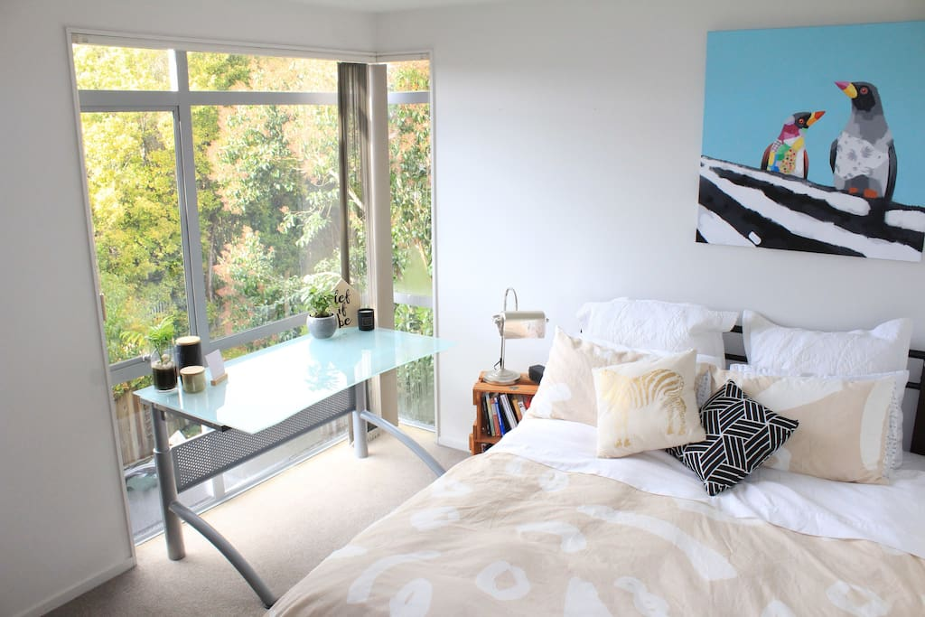 Beautiful, sunny room in a cosy brand new home