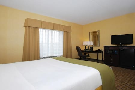 ✮✮✮ Spledid Double Bed Non Smoking At Airport Area ✮✮✮