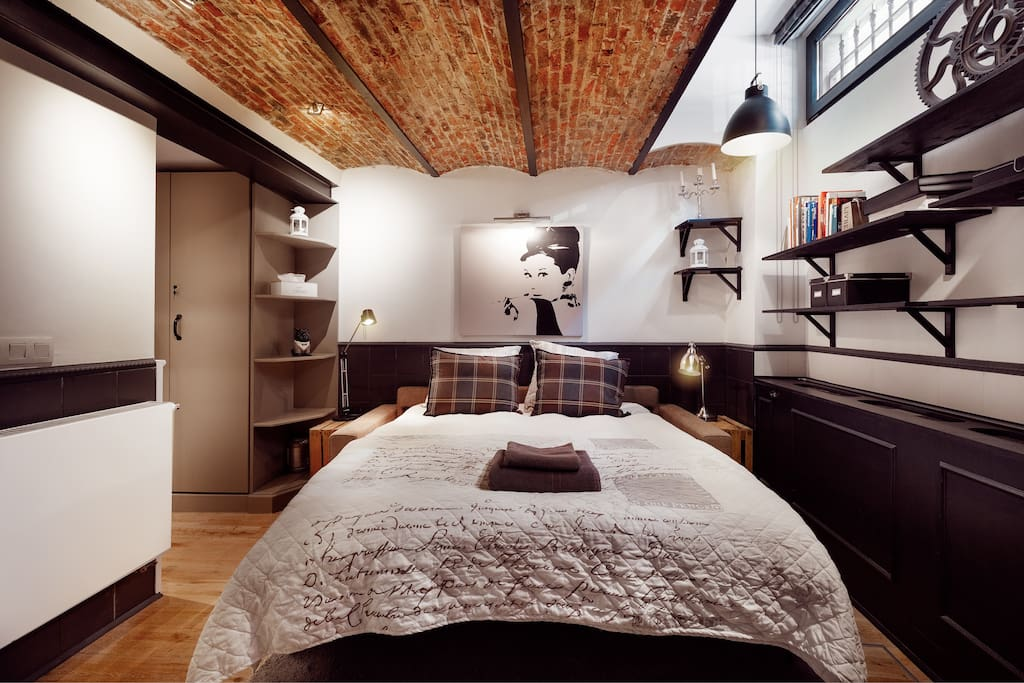 Bed room with two persons bed.