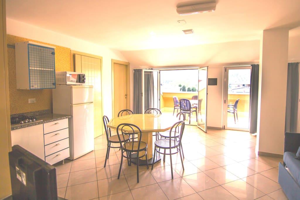 Soggiorno e cucina / Living room