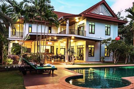 Krabi Family Pool Villa (Sleeps12, Private Luxury)