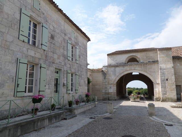 La Voute, 17800 Pons - Pons - Casa