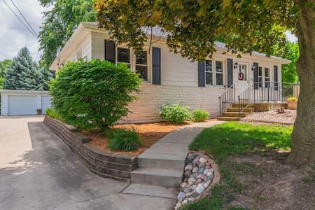 🌟Perfect Home For Any Guest Near ISU/Uptown Normal