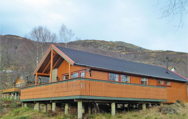 Holiday cottage with 3 bedrooms on 68 m² in Norheimsund