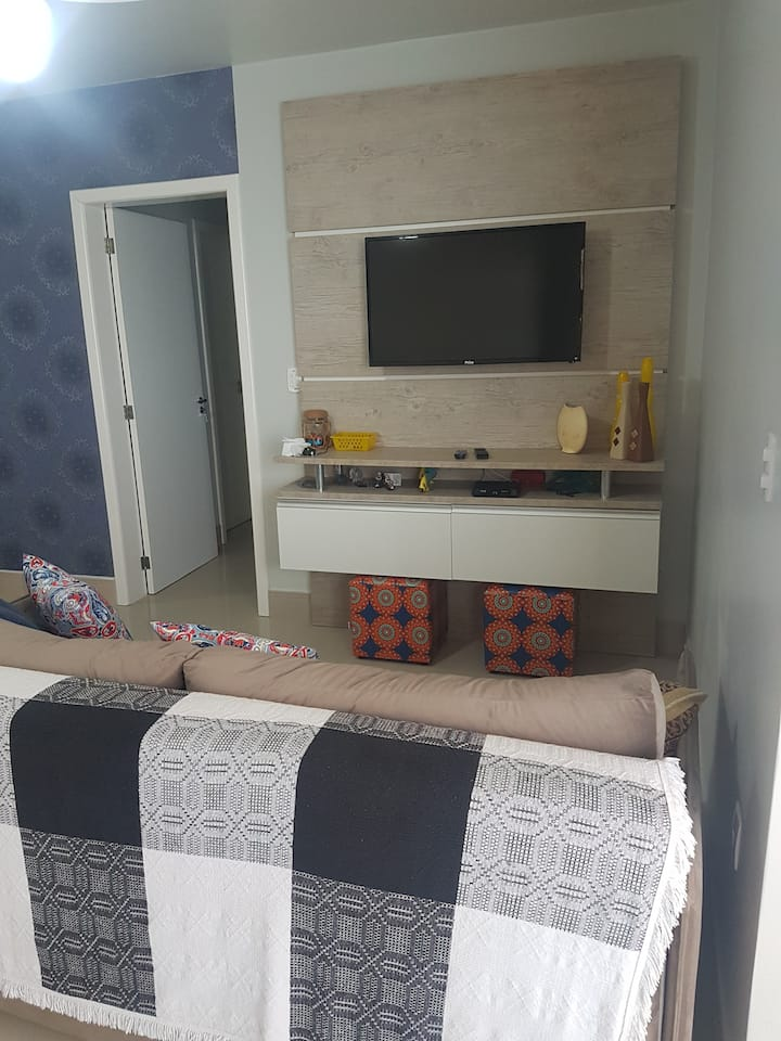 Apartamento em Laguna a 1 quadra da praia c/ Wi-Fi