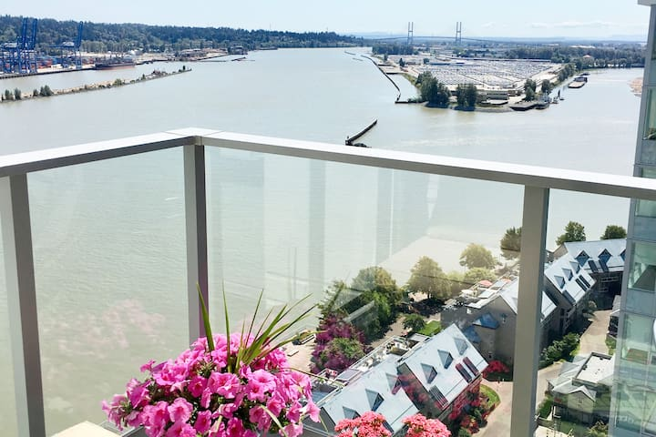 ❤️Lu's Home❤️WATERFRONT GETAWAY+2MIN to SKYTRAIN
