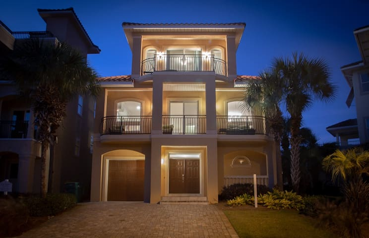 Destiny By The Sea - Beautiful Private Community - a walk away from the Gulf!
