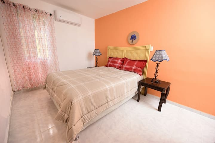 Sunny apartment in heart of San Pedro