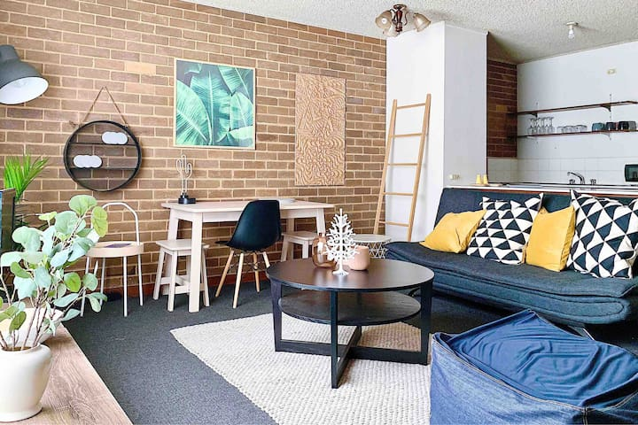 Apartment at Heart of Carlton, 9 mins to Central