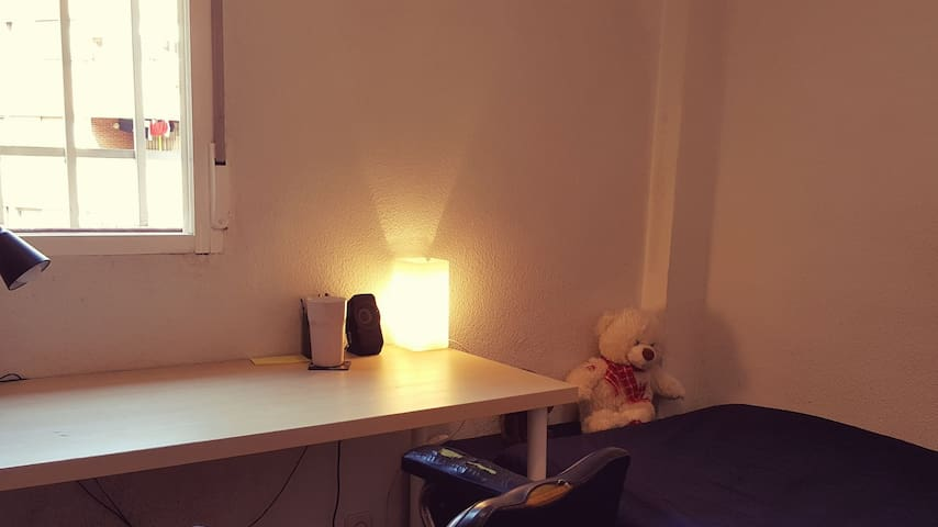 Comfortable room ,close to the center of Madrid