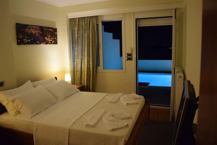 pool floor king size bedroom