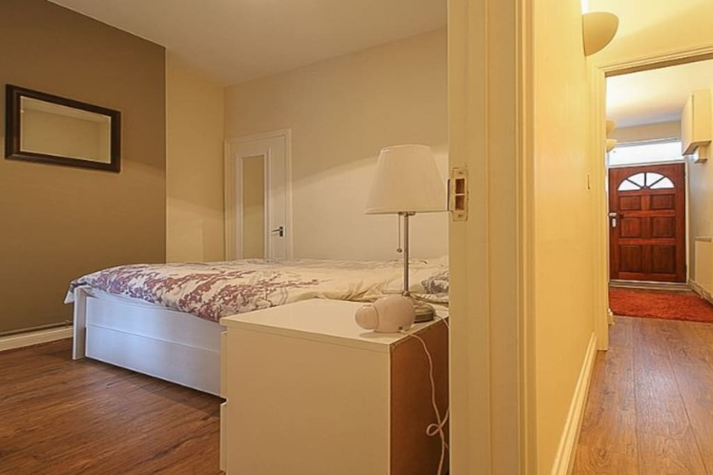 Another picture of the double bedroom.