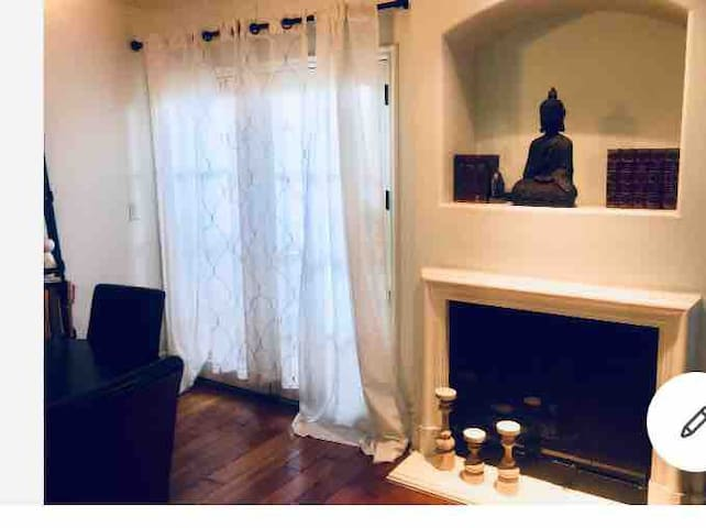 Charming 1 bedroom 1.5 bath close to Ventura Blvd