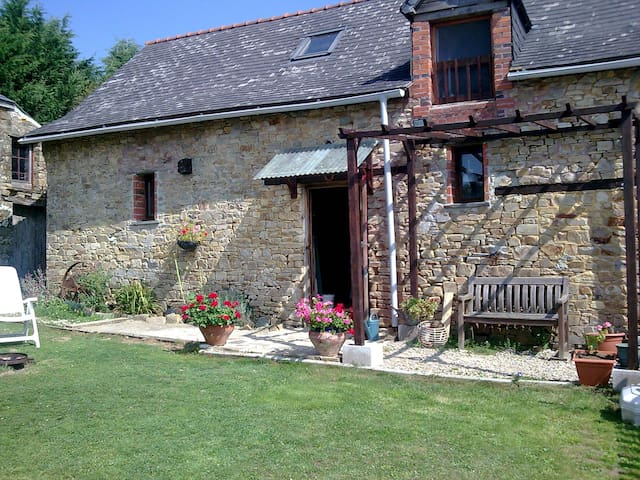 La Grange in the beautiful Loire countryside - Rouge - Huis