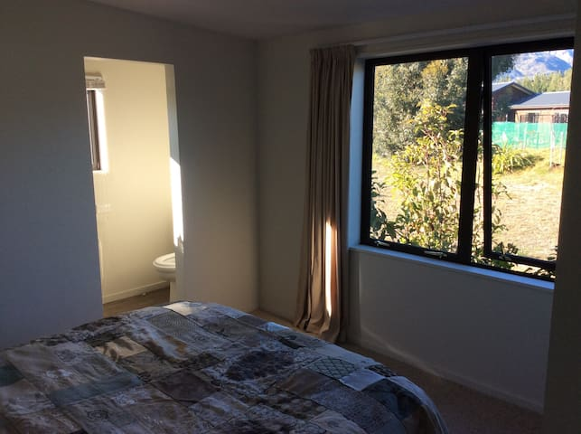 Lovely warm room with ensuite - Lake Hawea