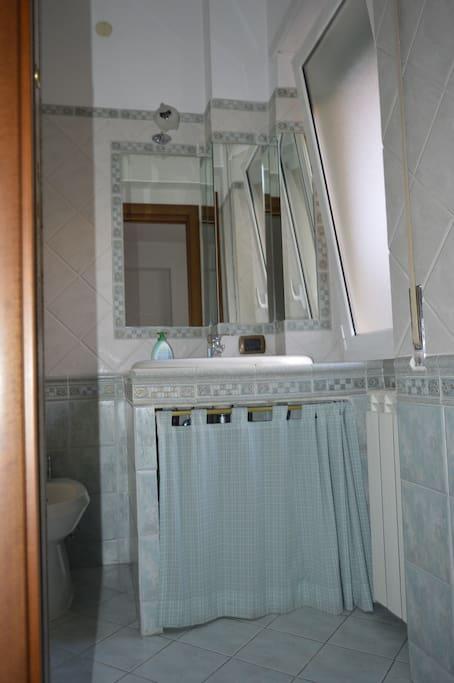Bagno camera Matrimoniale - Vista 1