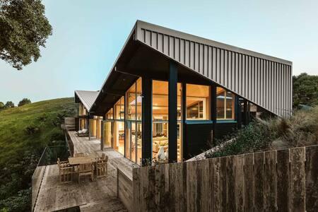 Otaha Beachfront Lodge