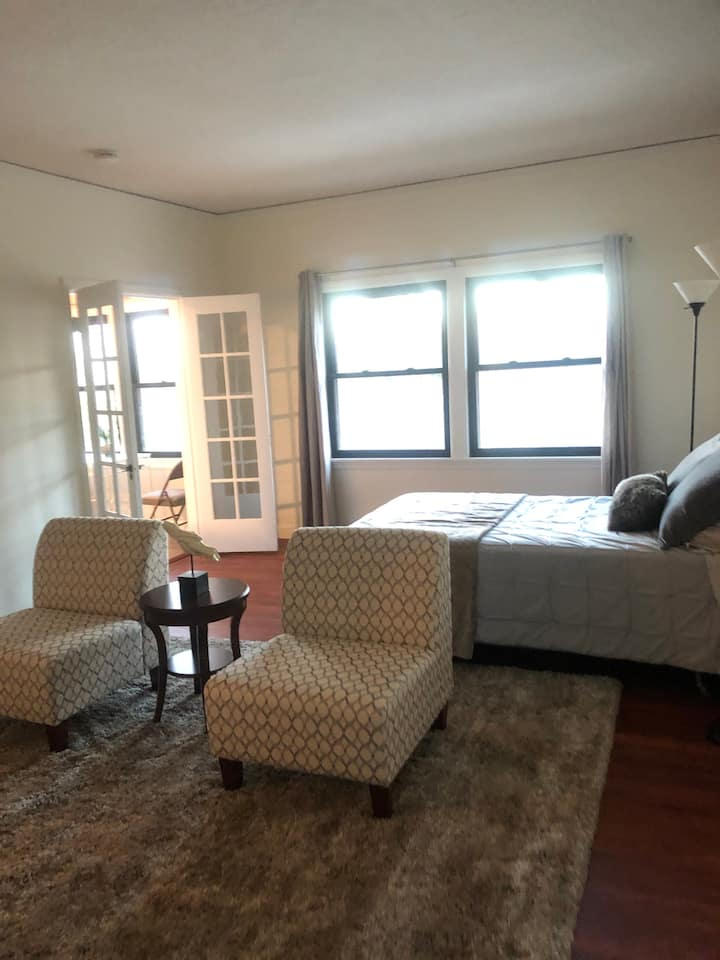 Charming Studio in Quiet Building Newly Updated #7