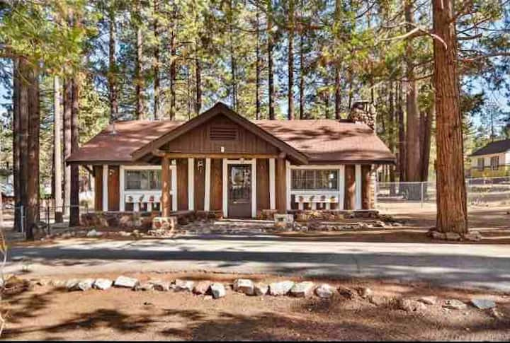 Cabin near village and lake, large private yard