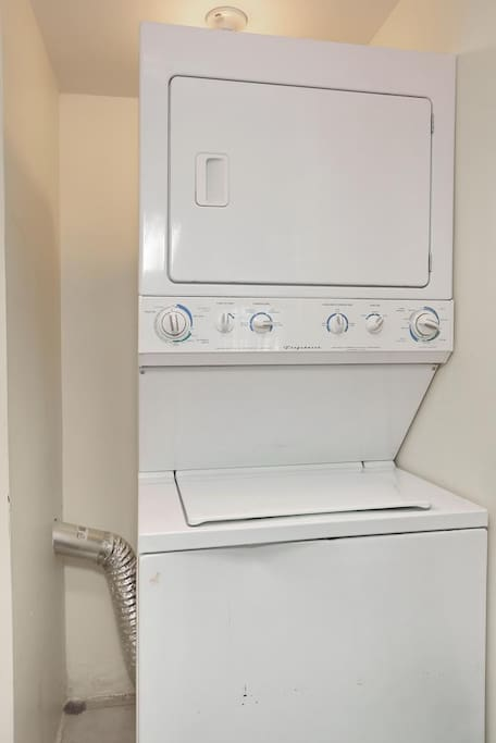 1st laundry room (first floor)