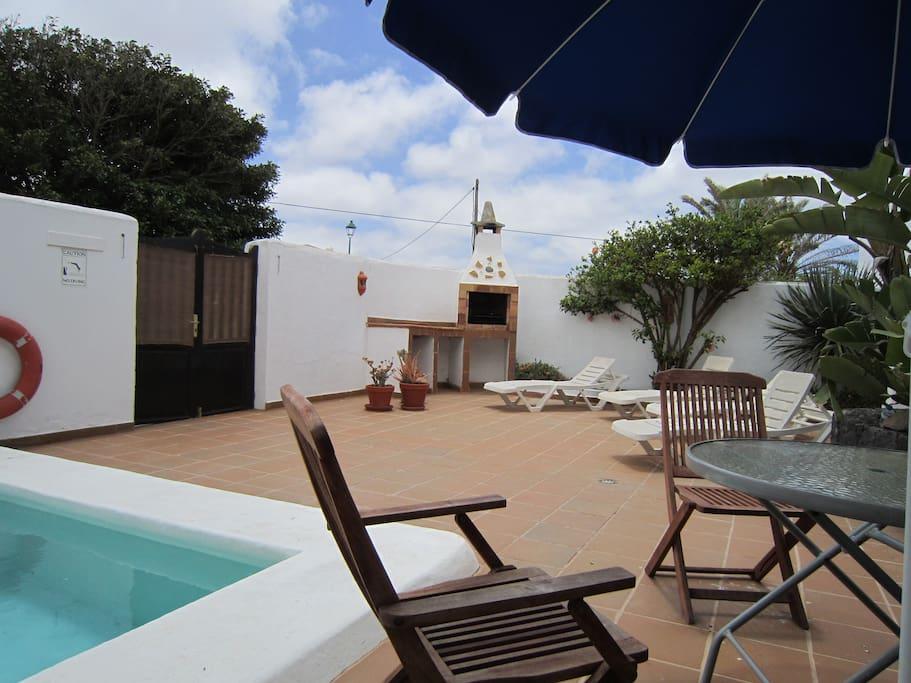 La tienda con piscina privada casas de campo en alquiler for Piscinas aki catalogo