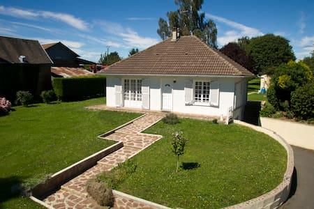 Maison de charme - jardin luxuriant - Caumont
