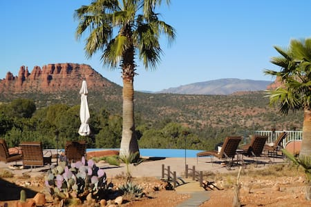 SEDONA'S BEST STUDIO - BEST VIEWS, SUNSETS, POOL