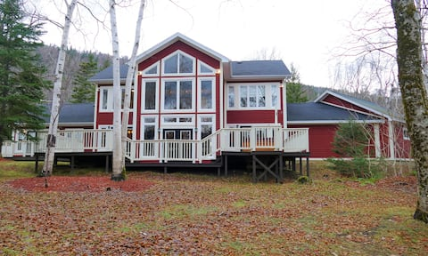 Luxurious 5 Bedroom 6 bath Chalet in Humber Valley