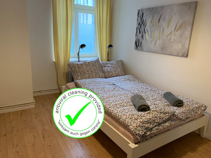 Cosy 2BR +A/C +Self Check-in +Street Parking