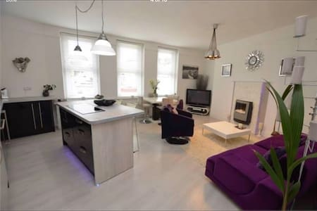 Bright & Spacious Town Centre Apartment