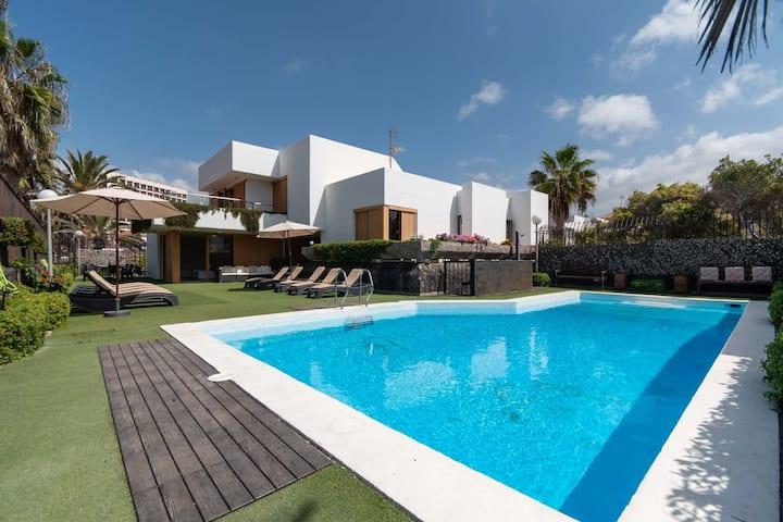 Villa Simone - private villa close to sea front in Las Americas
