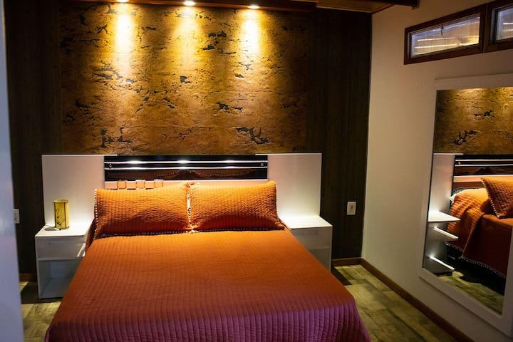 Dormitorio con Somier en Suite