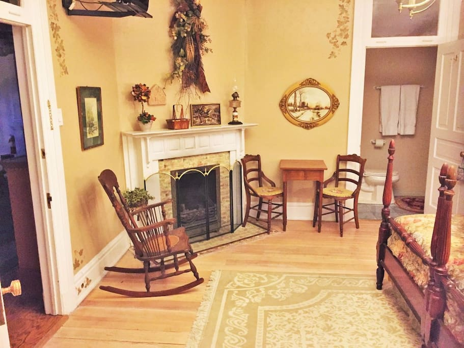The Autumn Winds room is decorated with the finest antiques and decoration in the house and has plenty of useful work space if you need to set up a laptop or eat breakfast in the room.