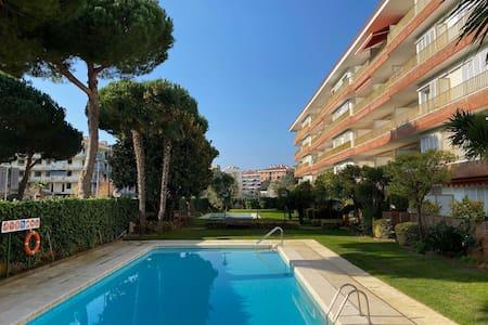 Soleado apartamento con terraza a 150 m de playa