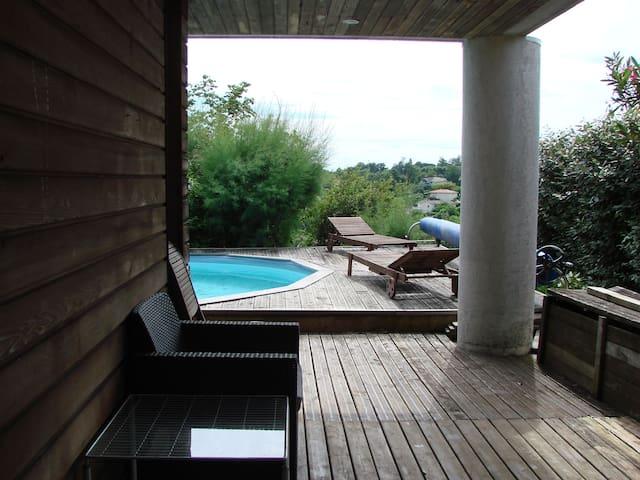 Bouliac : Suites sur piscine avec vue