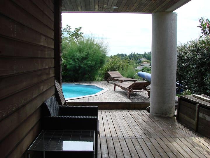 Bouliac : Suite sur piscine avec vue