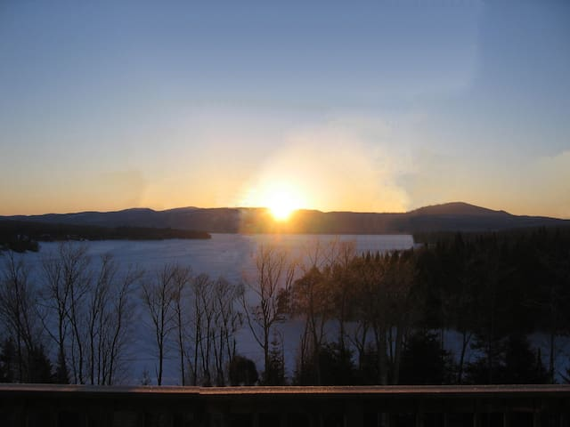 LOON COVE LODGE -STUNNING CT LAKE & MOUNTAIN VIEWS