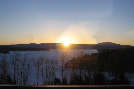 LOON COVE LODGE -STUNNING CT LAKE & MOUNTAIN VIEWS - Pittsburg - Ház
