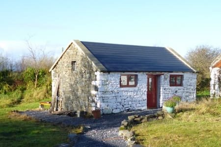 Self contained Irish cottage style studio for two - Corofin
