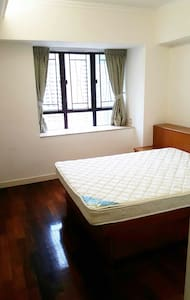 1 en-suite room available in spacious flat! - Lakás