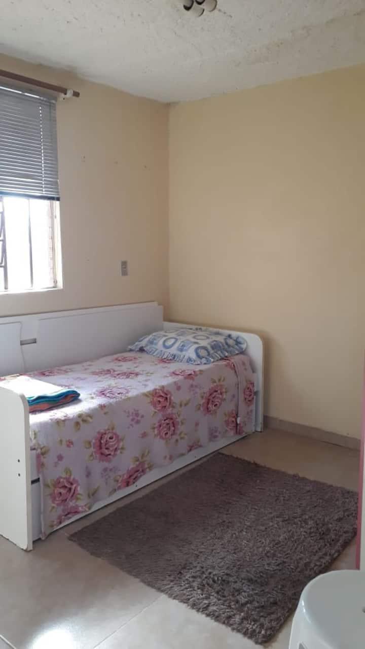 Alugo quarto , próximo a Univates .